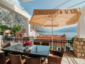 The terrace with sea view. Orahovac